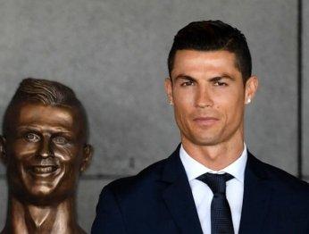 Криштиану Роналду открыл уродливую статую самого себя