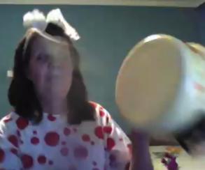 ШОК-видео: клевая бабка играет в Hearthstone и бьет в кастрюлю