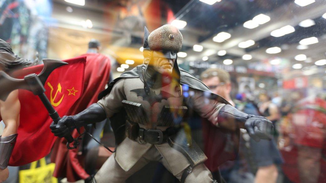 Костюмы, гаджеты и фигурки Бэтмена на Comic-Con 2015 - Изображение 41