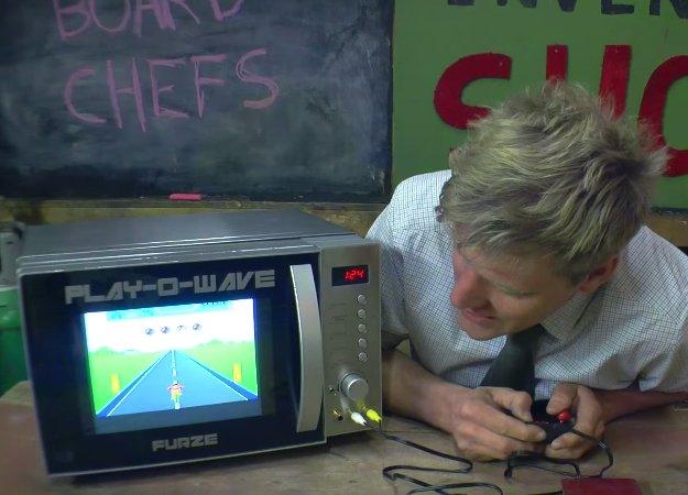 Сантехник-каскадер превратил микроволновку вигровую приставку