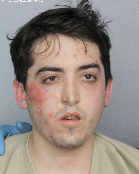 ВоФлориде мужчина, ограбивший банк, голым разбрасывал деньги