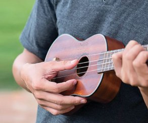 За Shroud в PUBG несколько дней бегал фанат, который в итоге догнал его и сыграл ему на укулеле!