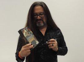 Джон Ромеро подписал коробку с Doom 3 для фаната, но не стал скрывать отвращения