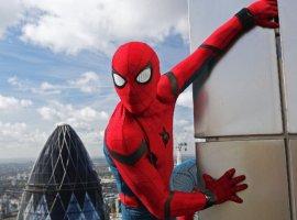 Появились промо-арты «Человека-паука: Вдали от дома». Герои как будто сошли с обложек комиксов