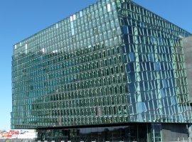 Исландцы сыграли в Pong на стенах концертного зала