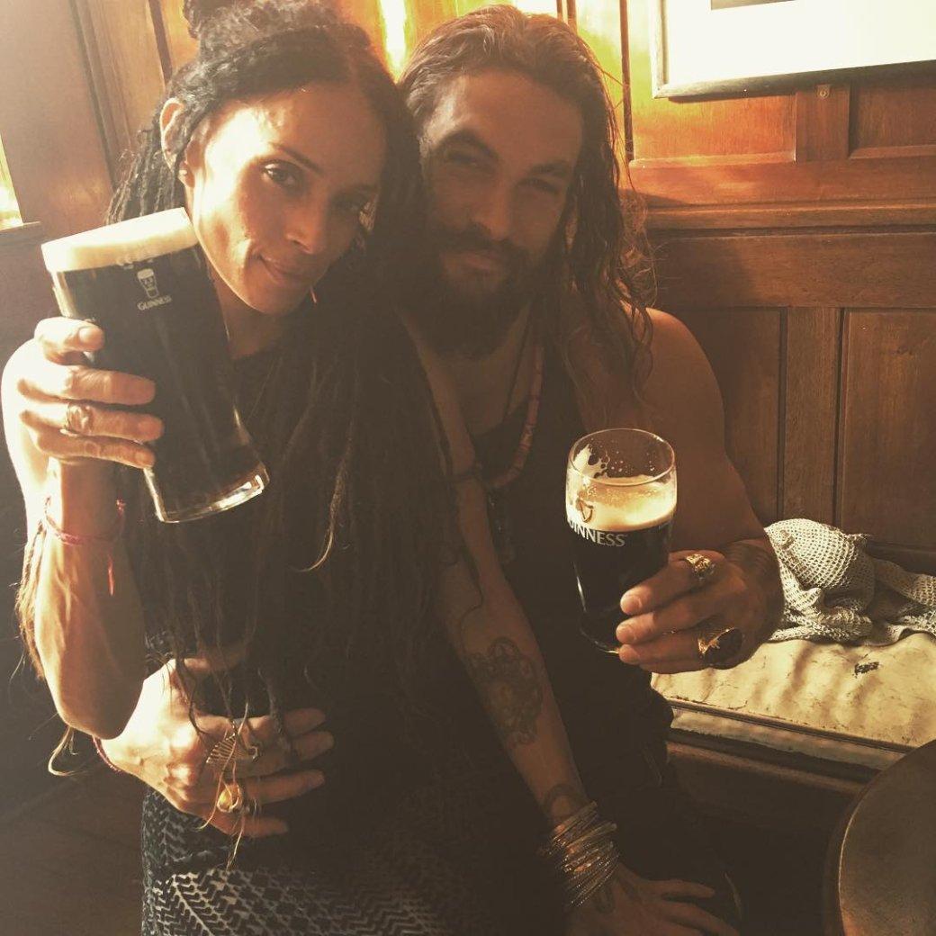 Аквамен купается в пиве: Джейсон Момоа получил свой сорт Guinness | Канобу - Изображение 7544