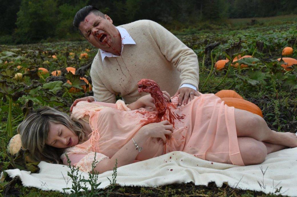 Пара фанатов «Чужого» превратила снимки беременности вночной кошмар любой матери | Канобу - Изображение 1