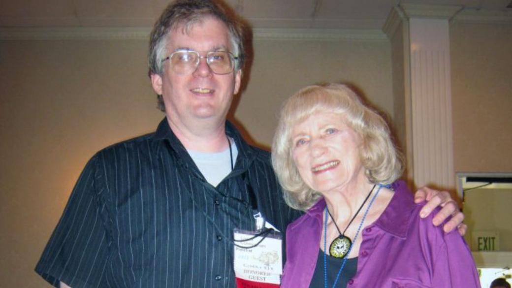 Лоуэлл Каннингэм (слева)