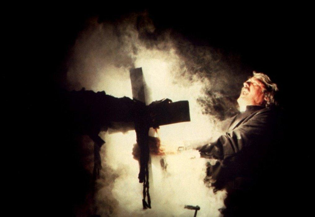 «Оно» Андреса Мускетти —самый кассовый фильм ужасов всех времен, собравший уже $630 млн и обогнавший в мировом прокате «Изгоняющего дьявола» и «Шестое чувство». В связи с неугасающей популярностью этого кино я решил вспомнить 10 фильмов и сериалов, которые напомнят вам о картине Мускетти и романе Стивена Кинга, по которому она снята.
