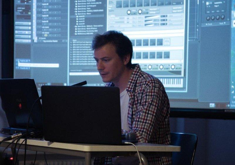 Как для видеоигр пишут звуки и музыку? Интервью с саунд-дизайнером Nex Machina и Resogun
