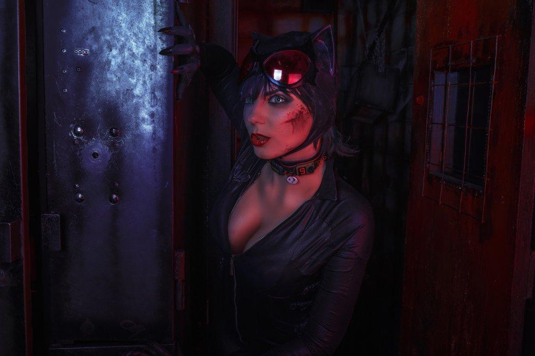 Бэтмен спасает Женщину-кошку из плена Загадочника в новом косплее | Канобу - Изображение 7650